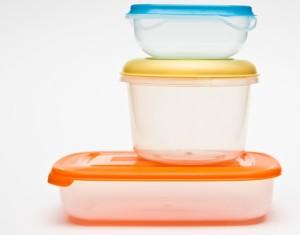 Как удалить запахи еды из пластиковых пищевых контейнеров