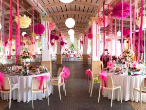Множество способов приукрасить банкетный зал для свадьбы