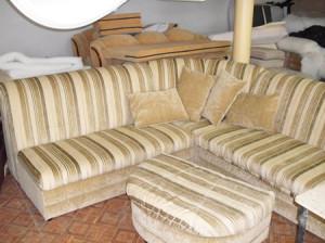 Какими материалами лучше всего перетягивать мягкую мебель?