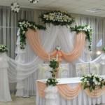 Декорирование зала для свадьбы согласно времени года