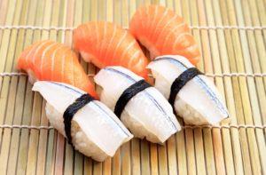 В чем отличия суши и роллов?