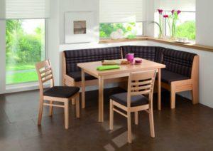 Преимущества и особенности кухонного уголка из массива дерева