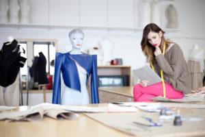 Дизайнер платья: особенности работы