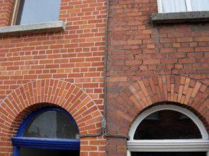 Как отреставрировать кирпичное здание своими руками?