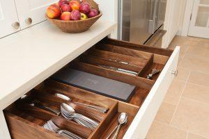 Полезные советы: как выбрать столовые приборы для своей кухни?
