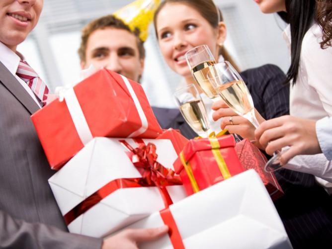 Где искать корпоративные подарки на зимние праздники?