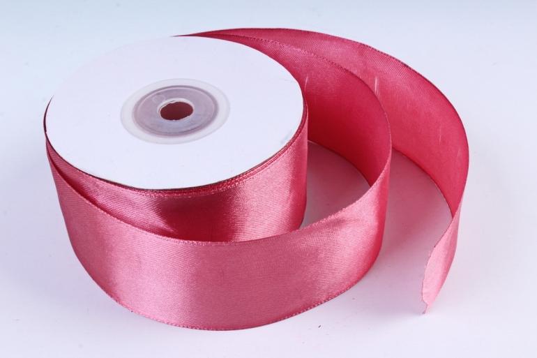 Атласная лента – популярный материал для рукоделия и изготовления декора