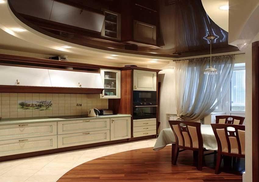 Натяжные потолки отлично смотрятся в интерьере кухни